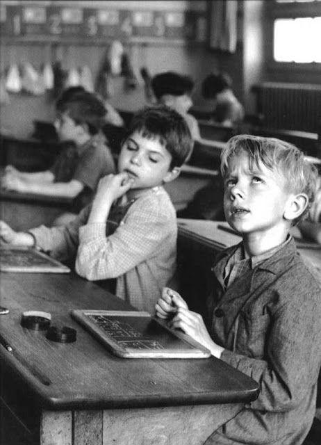 Robert DOISNEAU :: The Learning Process, Children at School, 5th district,  Paris, ca. 1956 | Робера дуано, Старые фотографии, Черно-белая фотография