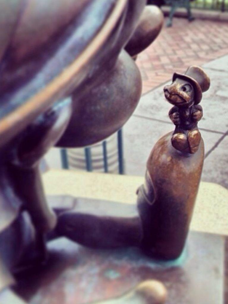 Pinocchio and jiminy cricket disney pinterest jiminy cricket
