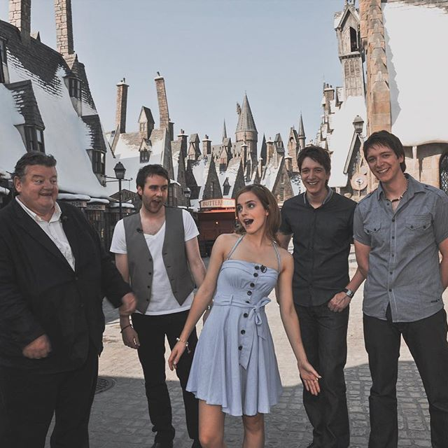Image May Contain 5 People People Standing Sky And Outdoor Regram Via Bt8ybqoj277 Harry Potter Actors Harry Potter Cast Harry Potter Jokes