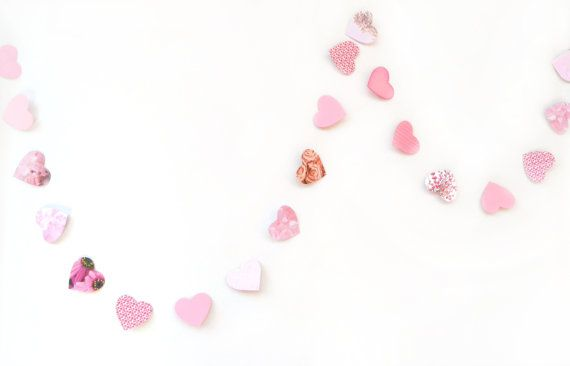 Pink garland in paper hearts by VeraPaperLab on Etsy, €6.50