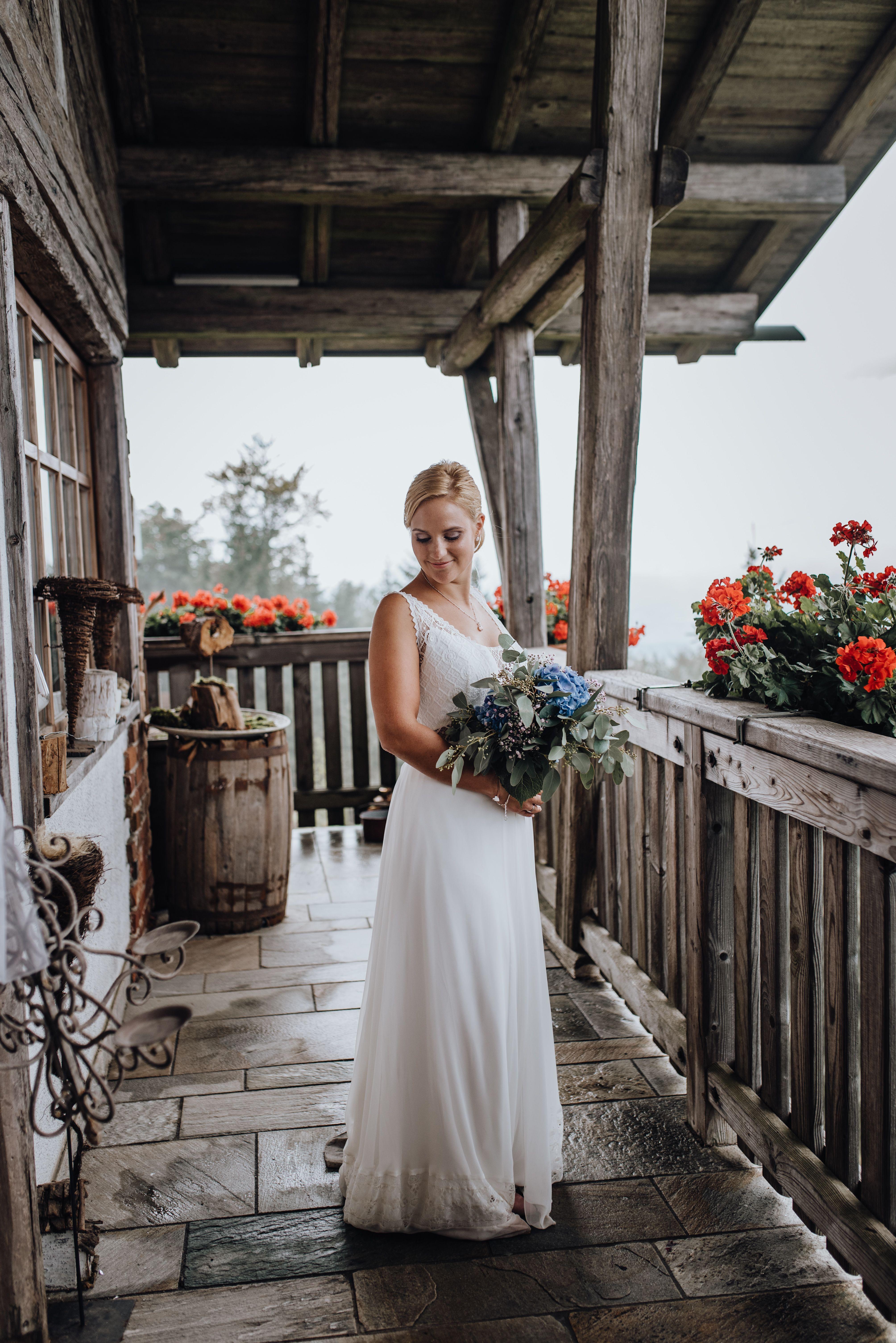 Huttenhochzeit Brautkleid Hutte Hochzeit Hochzeit Braut