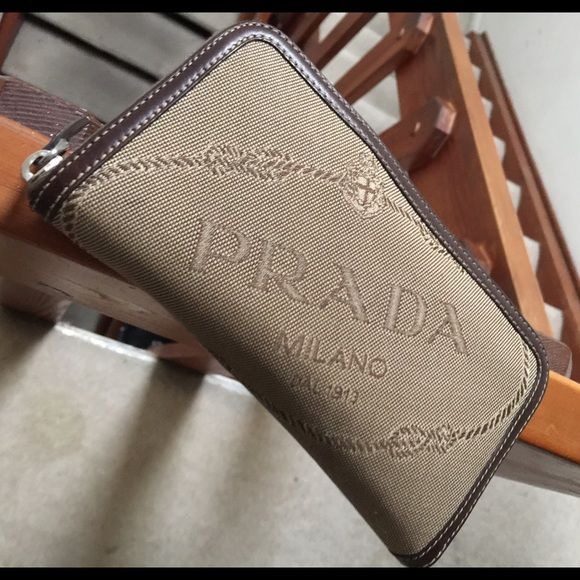Authentic Prada Milano DAL 1913 wallet Authentic Prada Milano DAL 1913  wallet. Excellent condition! Used a couple of times. Has certificate of  authenticity. f9ec2058cb73a