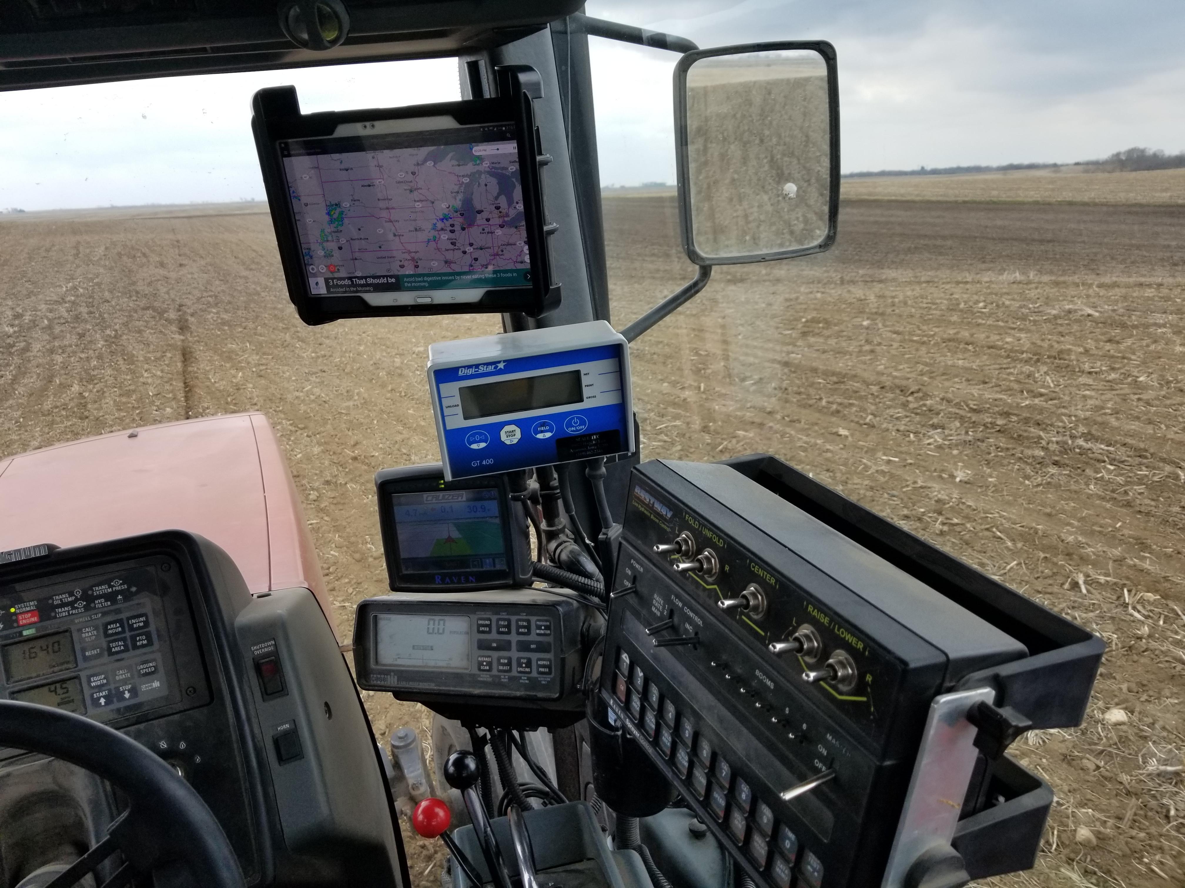 medium resolution of cih 7120 planting corn with classic early riser monitor raven cruiser gps digi star scale