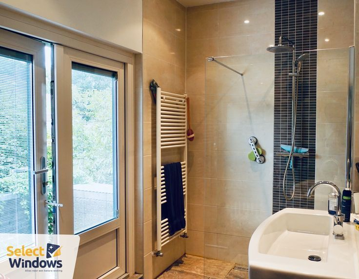 Privacy in bathroom with Screenline (blinds between isolat ….
