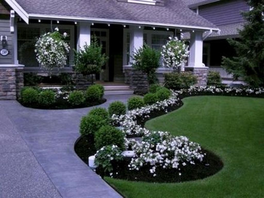 42 Interesting Long Driveway Landscaping Design Ideas Small Front Yard Landscaping Front Yard Landscaping Design Front Yard Walkway