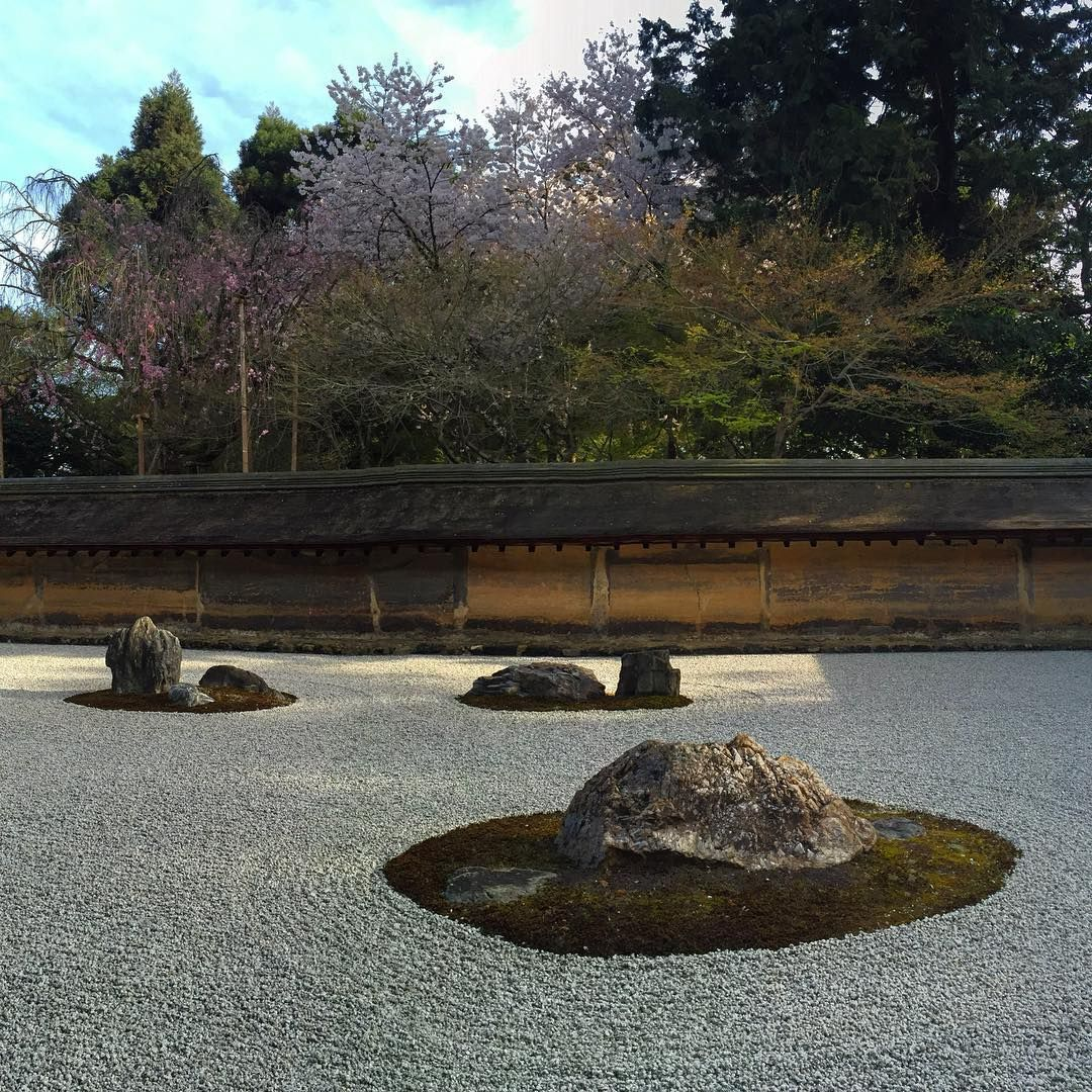 Peaceful Zen Gardens / Recreating The World With Stones