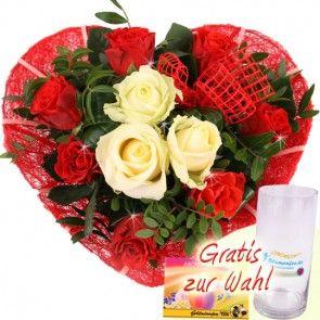 Blumen Zum Muttertag Rosenherz Mit Roten Rosen Und Drei Weissen