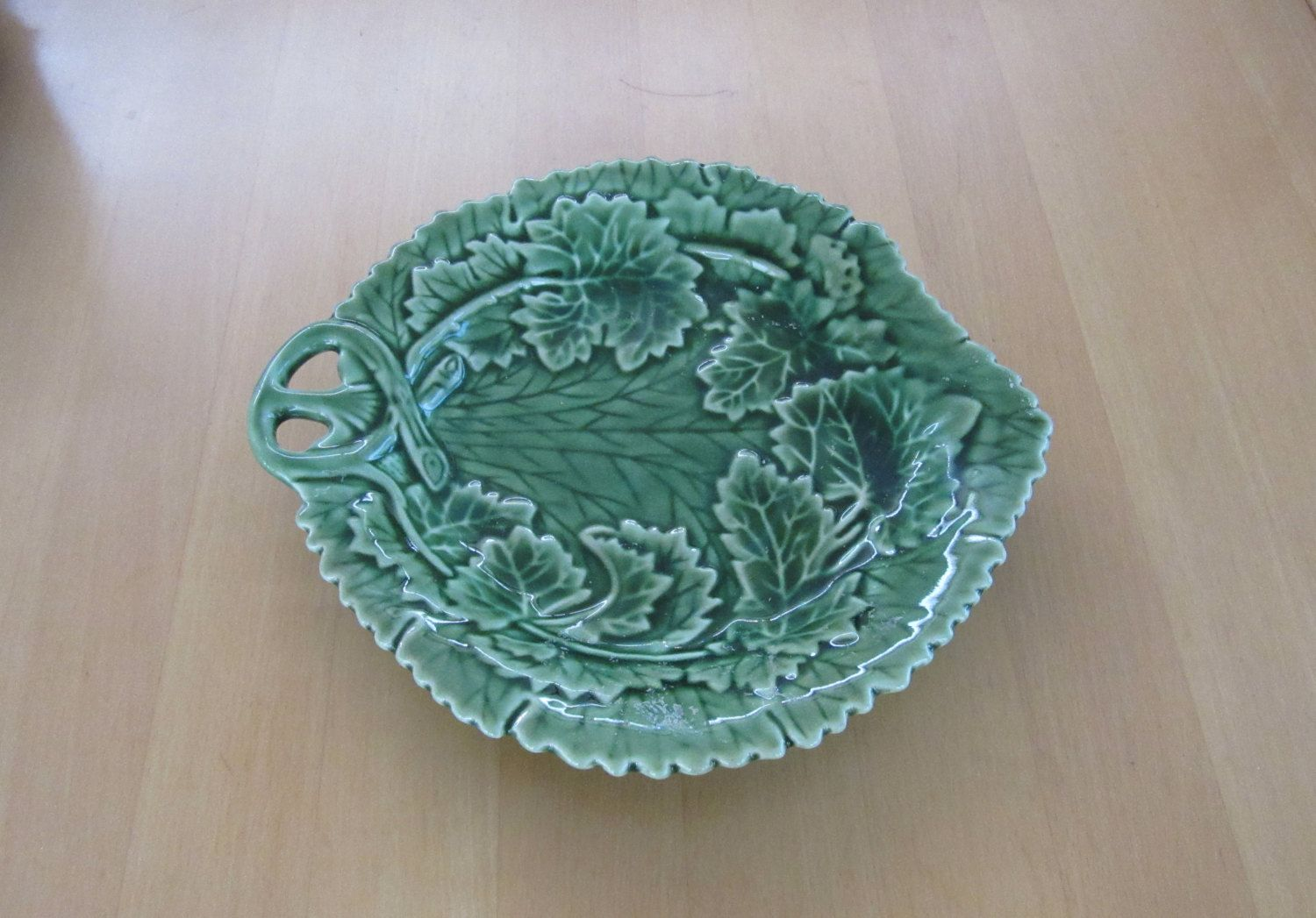 Pretty vintage green ceramic leaf shaped candy or trinket dish with leaves and vines by booksntrinkets on Etsy https://www.etsy.com/listing/220123789/pretty-vintage-green-ceramic-leaf-shaped