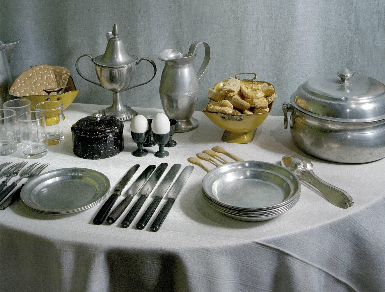Frukostbord från början av 1800-talet. Foto: Mats Landin ...