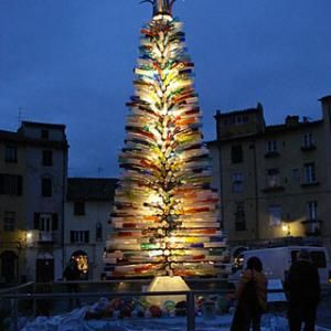 A Murano Glass Christmas Tree In Italy Sculpted By Master Blower Simone Cenedese