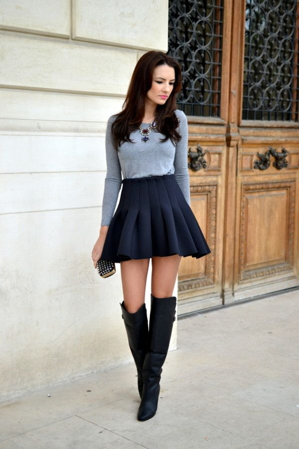 52523e8f0 Esta falda es negra y cómoda.   Cosas que ponerse   Faldas con botas ...