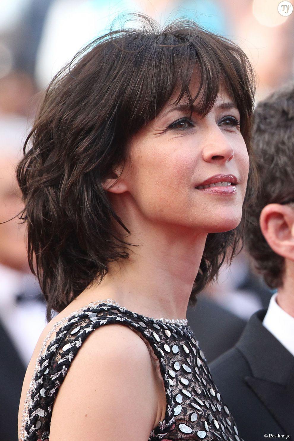 1af474654e3a15 Sophie marceau au festival de Cannes 2015 Coupe Cheveux Mi Long Femme  Brune, Modèles De