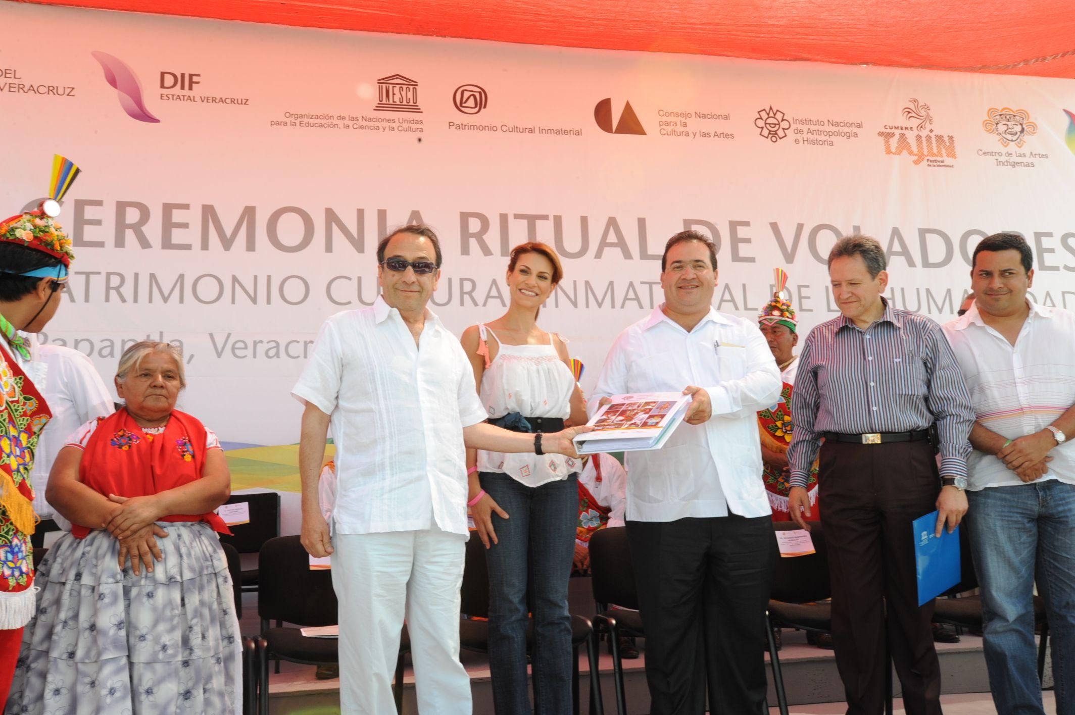 El gobernador Javier Duarte de Ochoa ratificó el compromiso de su gobierno con los pueblos originarios de Veracruz.