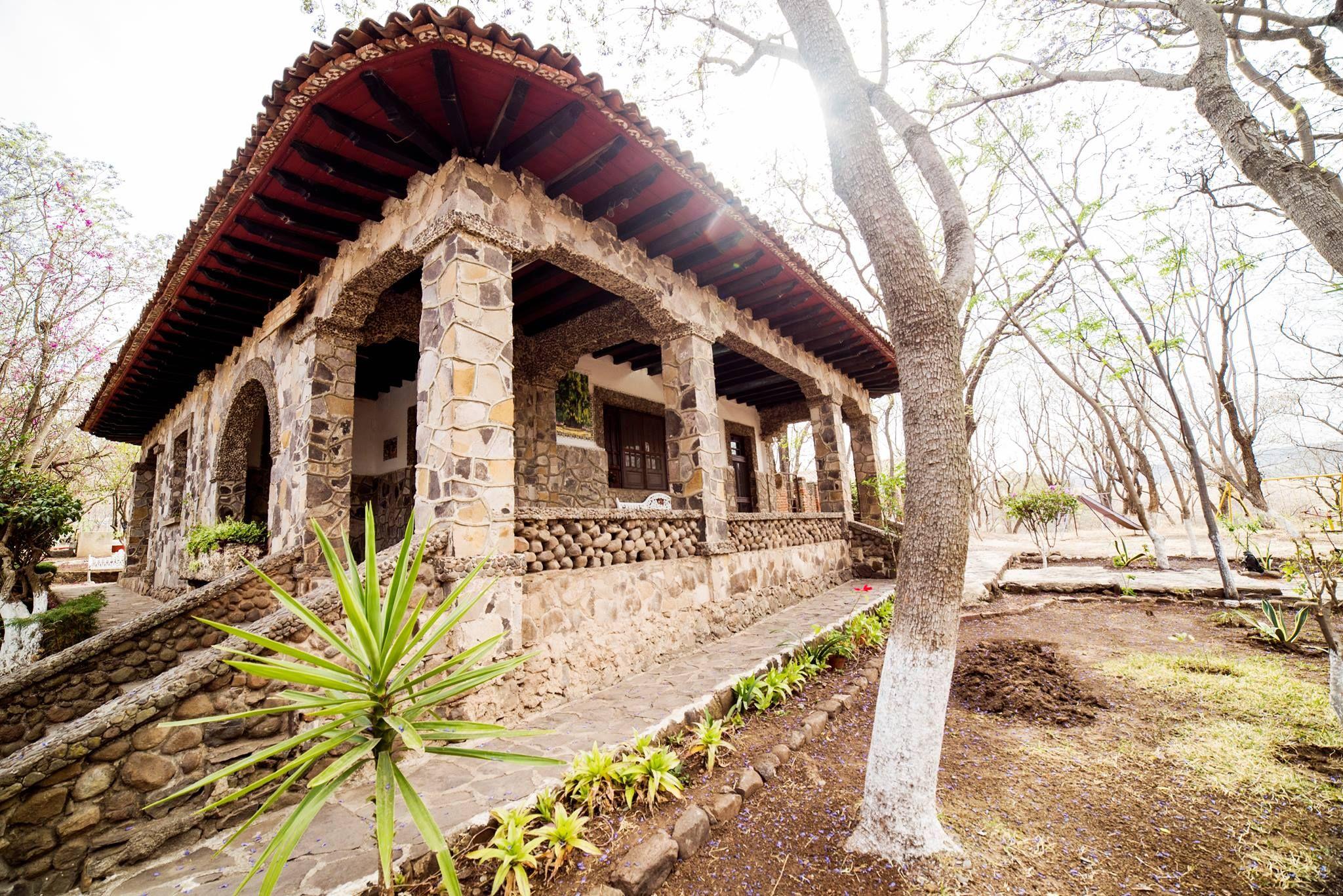 La icónica casita de piedra en Jiquilpan.