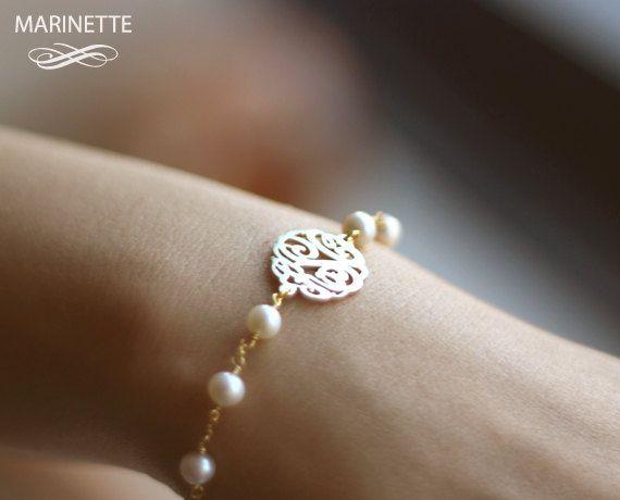 Pearl bracelet with monogram.