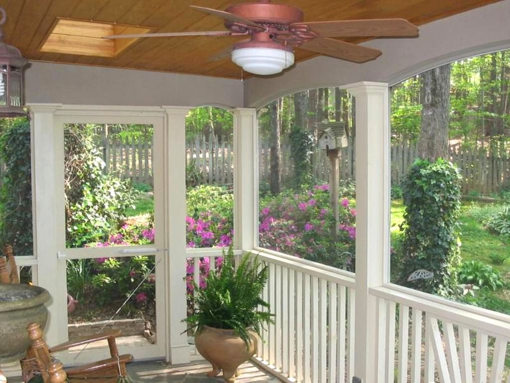Screened in porch decorating ideas on a budget screened in for Porch and patio designs