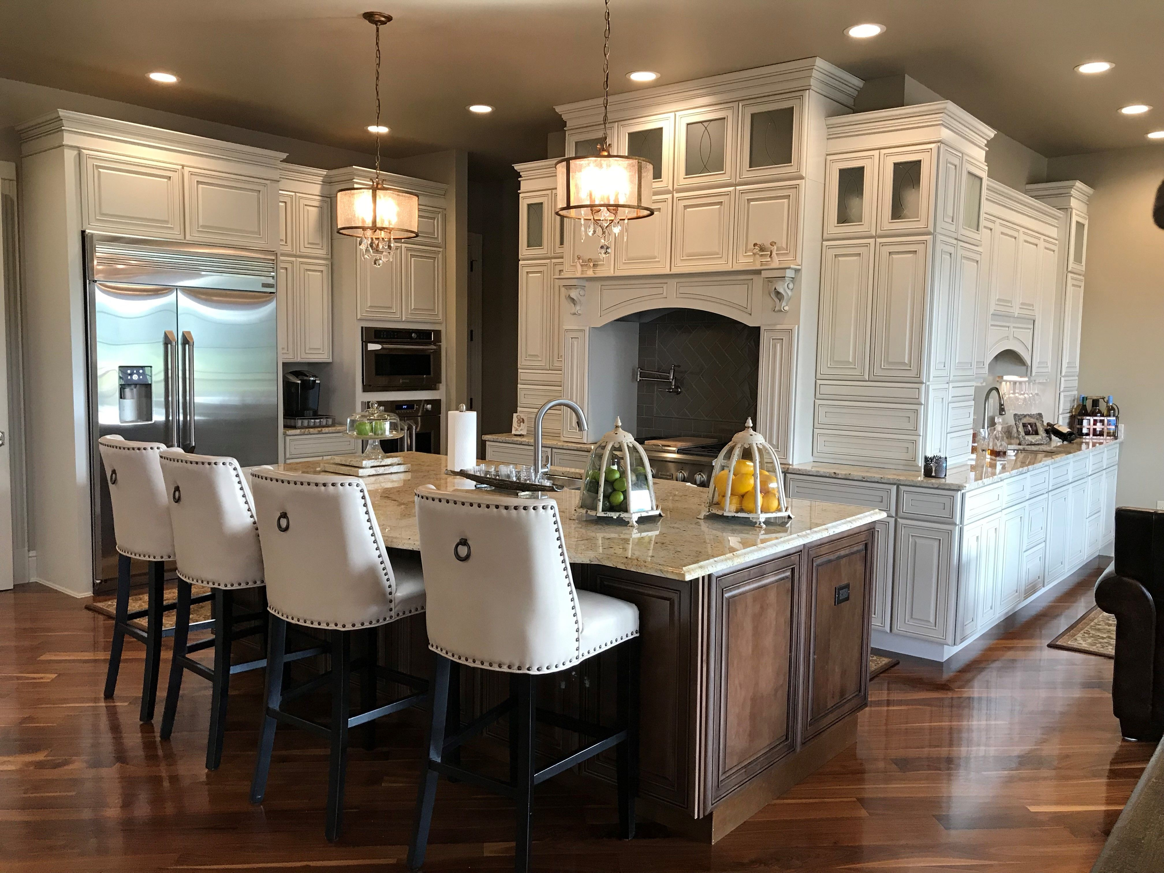 Best Warm Wood Cabinets Are Mixed With White Glazed 640 x 480