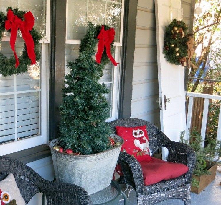 Hauseingang Veranda Weihnachtlich Dekorieren Tannenbaum Zinkwanne  Weihnachtskugeln #weihnachtsdeko #ideen #ideas #christmas #