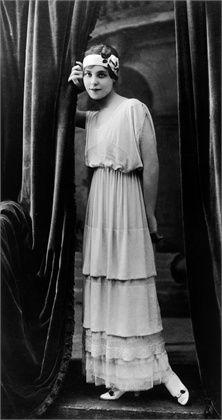 597e7a48b9c 1900 - 1910 - Jeanne Lanvin. Love this dress - so feminine!