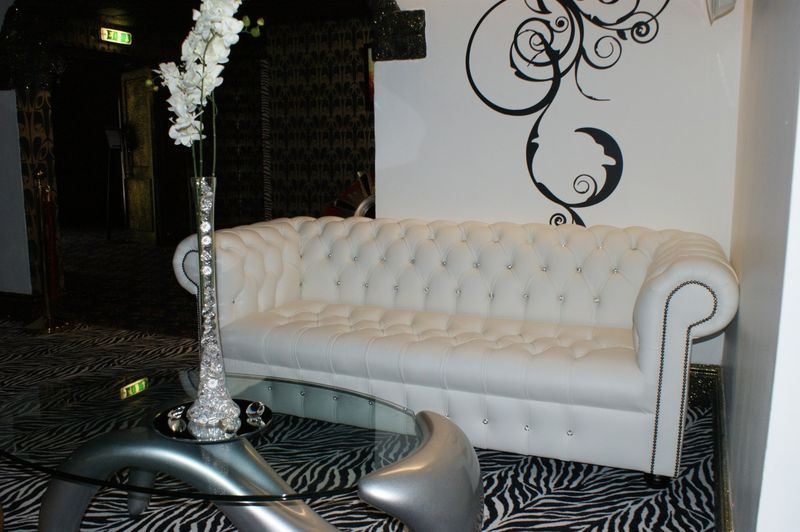 Omg Love The Chesterfield Sofa Swarovsky Crystal Diamante And White Leather Yes Please White Leather Sofas Leather Sofa White Leather