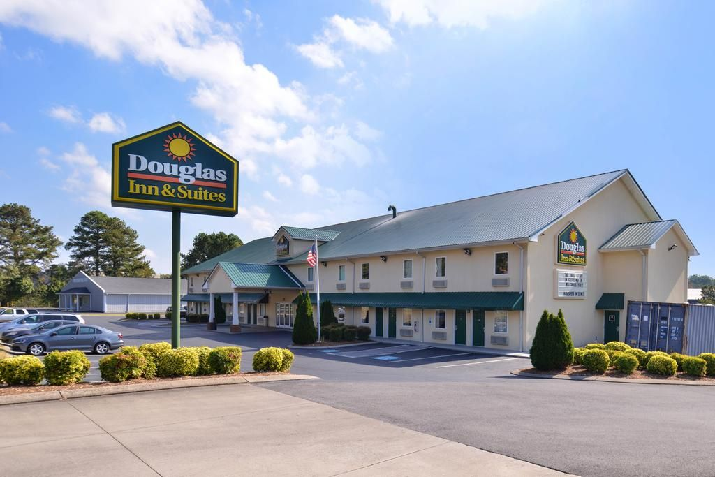 Douglas Inn & Suites Cleveland you to a fun and