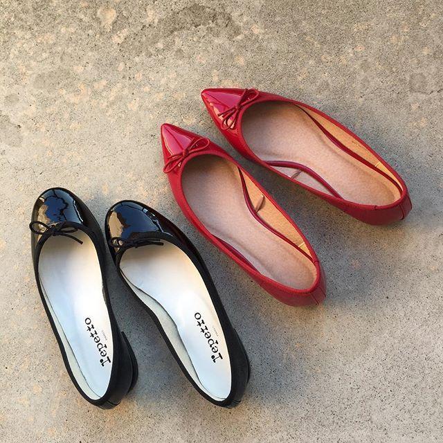 . 突然ですが質問です🙋♂️ みなさん、バレエシューズ履くときは素足ですか? . この間、どれを合わせてもはみ出してしまって素足で履いたけど、やっぱり靴下履きたくて。 . バレエシューズに合う靴下があれば是非教えてください🙇♀️ 合わせている色も。見えんけどね。 . . #バレエシューズの靴下問題 #repetto #gu