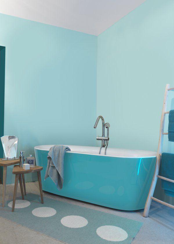 De Haute Qualite Salle De Bain En Camaïeu Turquoise, Baignoire îlot | Turquoise Blue  Monochrome Bathroom