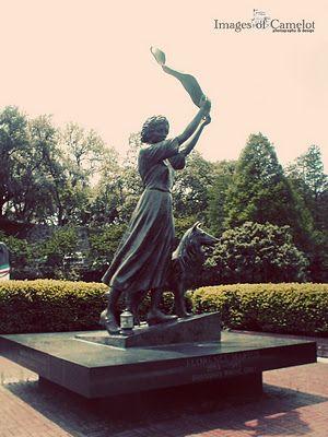 Waving Lady of Savannah