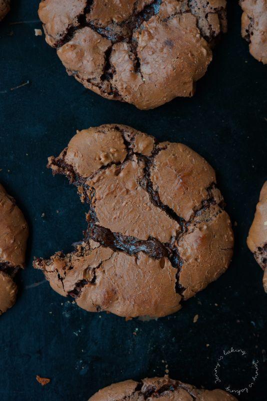 Zartschmelzende SchokoBrownieCookies SchokoBrownieCookies mit Suchtgefahr Dieses Cookies sind perfekt für alle Schokoliebhaber und schmecken gleichzeitig auch nach B...