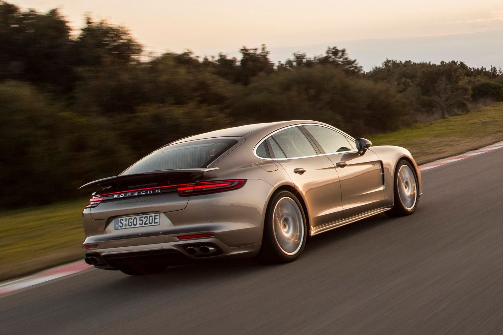 2017 Porsche Panamera Turbo S E Hybrid Revealed
