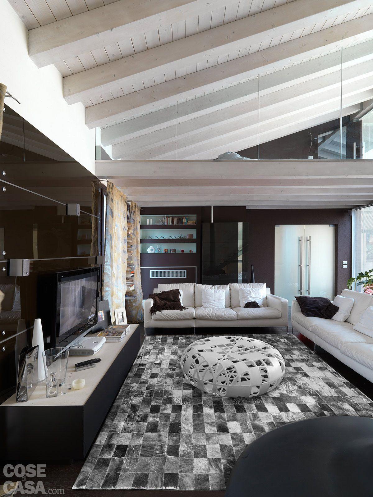 Case Arredate Con Gusto una casa con un patio centrale che illumina e collega