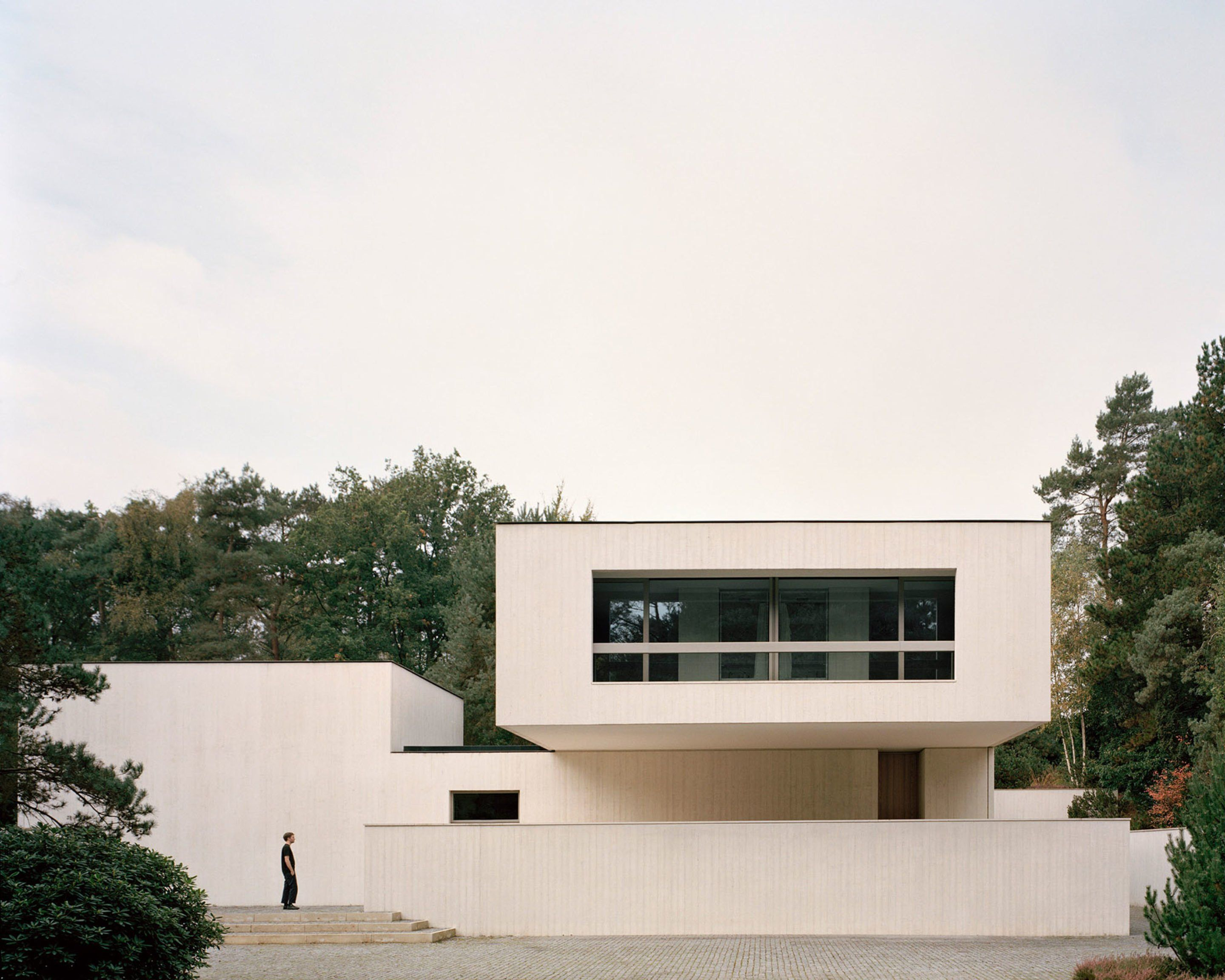 A Sculptural Villa Amongst The Firs In Waalre Ignant Russell Jones Concrete House Architecture