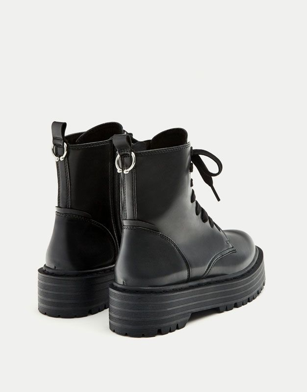 40c1db673d3 Bota motera plataforma - Zapatos -30% - Promociones - Mujer - PULL BEAR  España