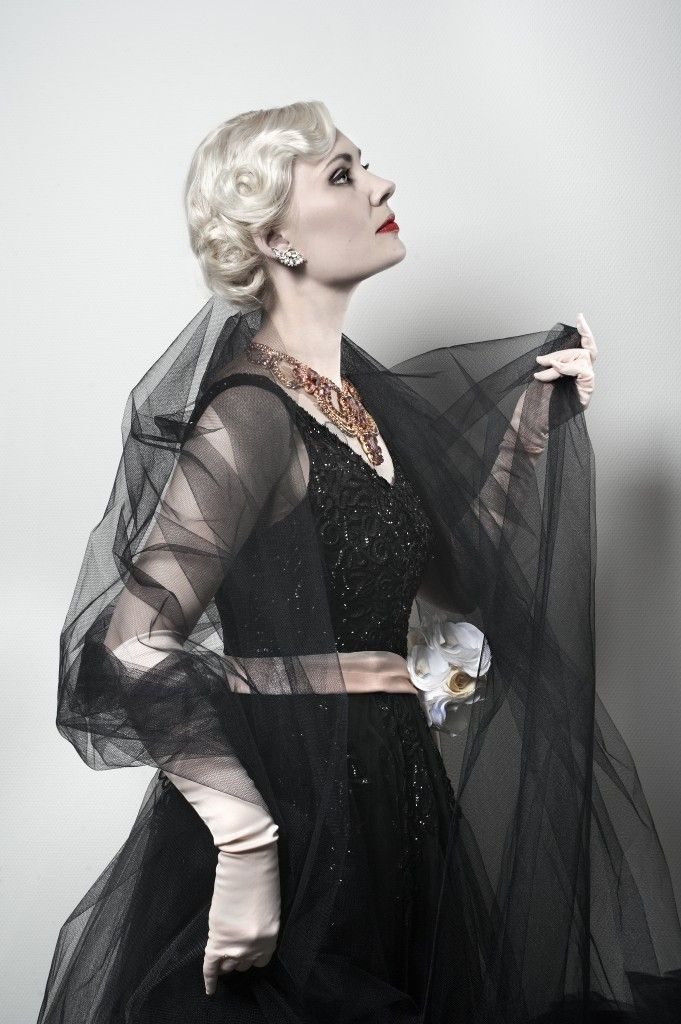 Pia Storm modelling in 1950s vintage couture - www.stormsmagasin.dk