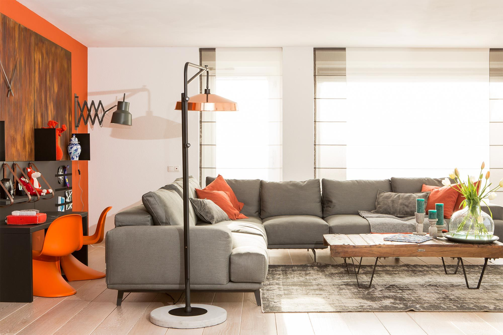 Oranje woonkamer bij Muserref en Battal uit aflevering 2