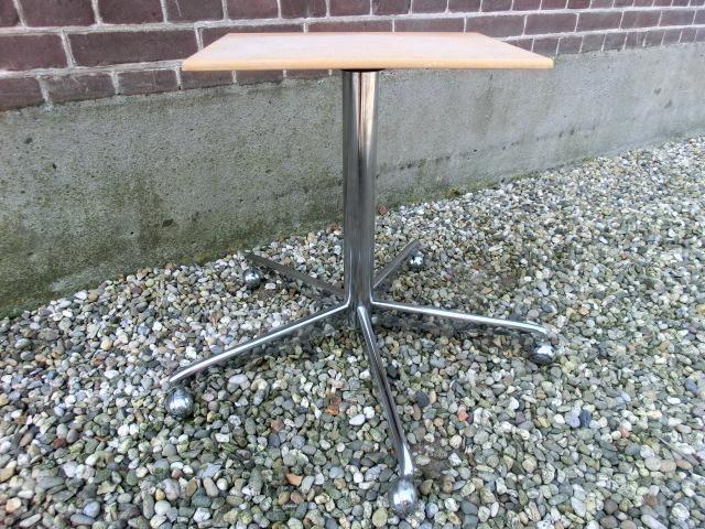 krukje - tafeltje -  Prijs: € 5,00