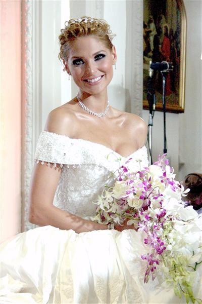 """y aquí está blanca soto vestida de novia para la telenovela """"porque"""