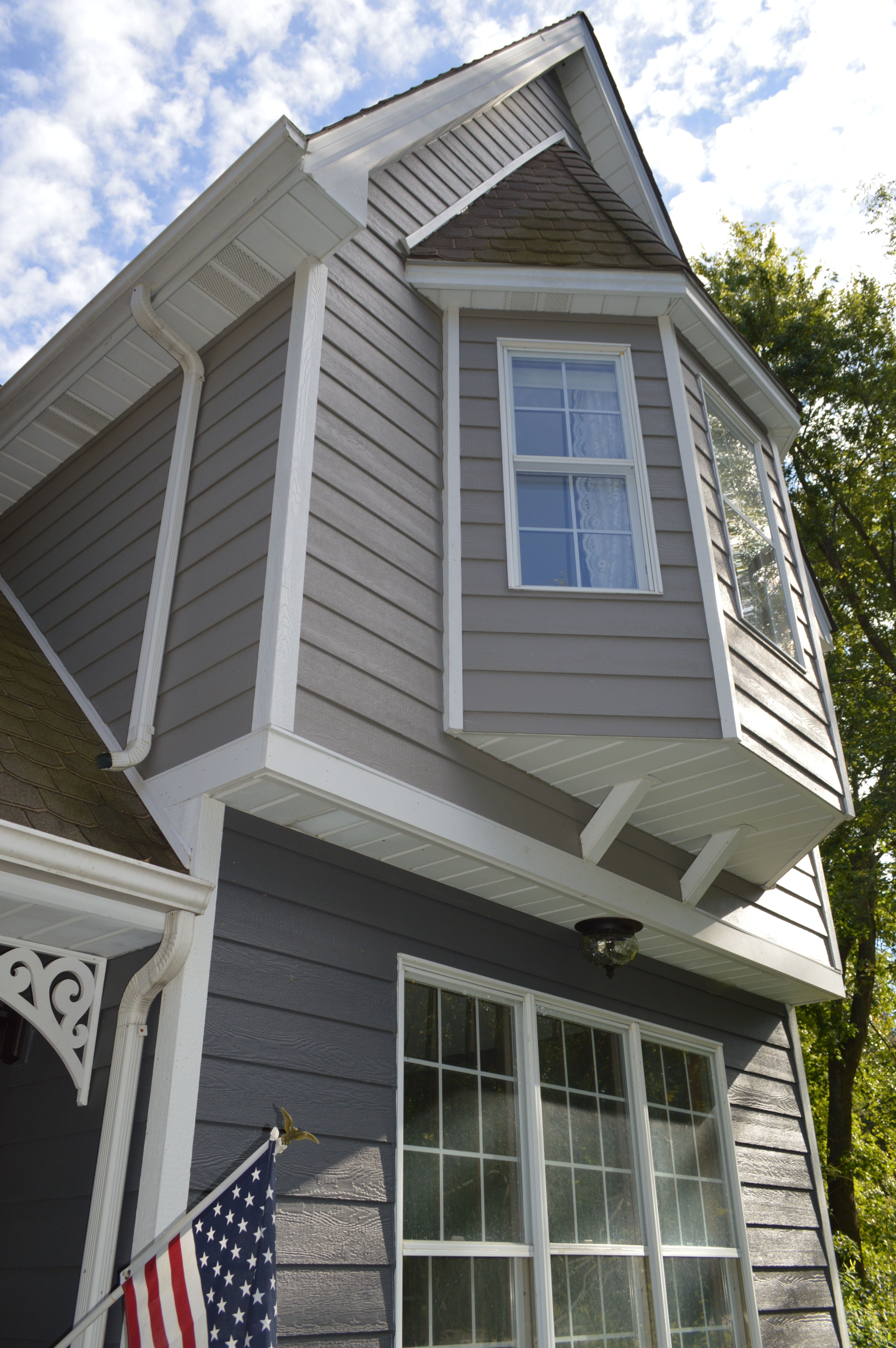 Lp Smartside Siding Peppercorn And Dovetail Bay Window Exterior Exterior House Colors Installing Siding