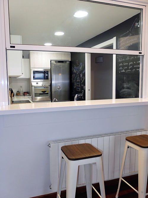 Reforma de cocina con barra americana por accesible - Cocinas con barra americana modernas ...