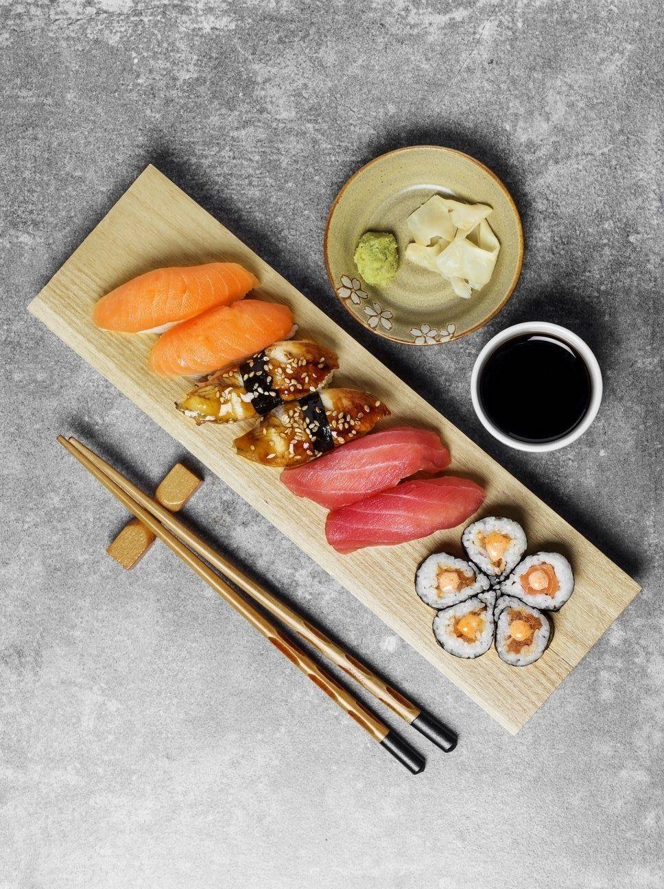Abnehmen auf Japanisch: Sushi und Miso-Suppen zum Frühstück? #schlankaussehen Wer morgens schon auf ein japanisches Frühstück setzt, kann mit Energie in den Tag starten und bleibt länger satt – und nimmt ab. Wir erklären im Folgenden, wie gesund ein japanisches Frühstück wirklich ist und wie der fernöstliche Frühstücksteller aussehen könnte, auf Harper's Bazaar. #essen #gesunderezepte #schlank #abnehmen #dietplanstoloseweightforwomen #diettips #diät #healthtips #healthyfood #healt #schlankaussehen