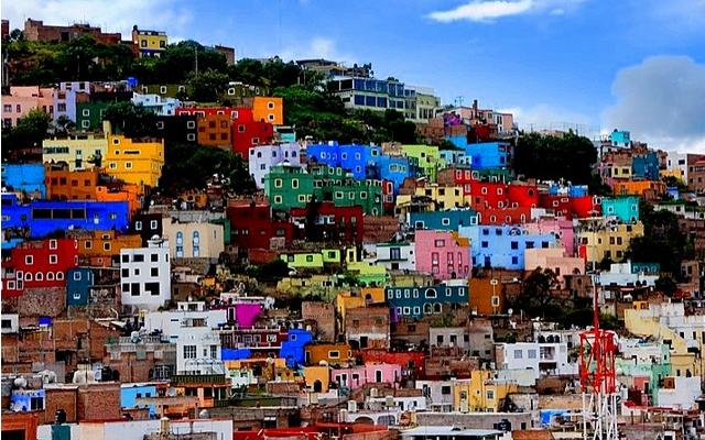 ¿Qué les parece esta foto de las casas de colores en Guanajuato?