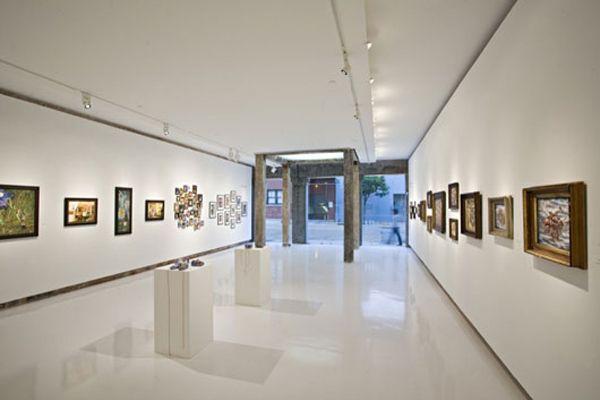 Great Interior of Art Gallery Interior Design from Historic ...