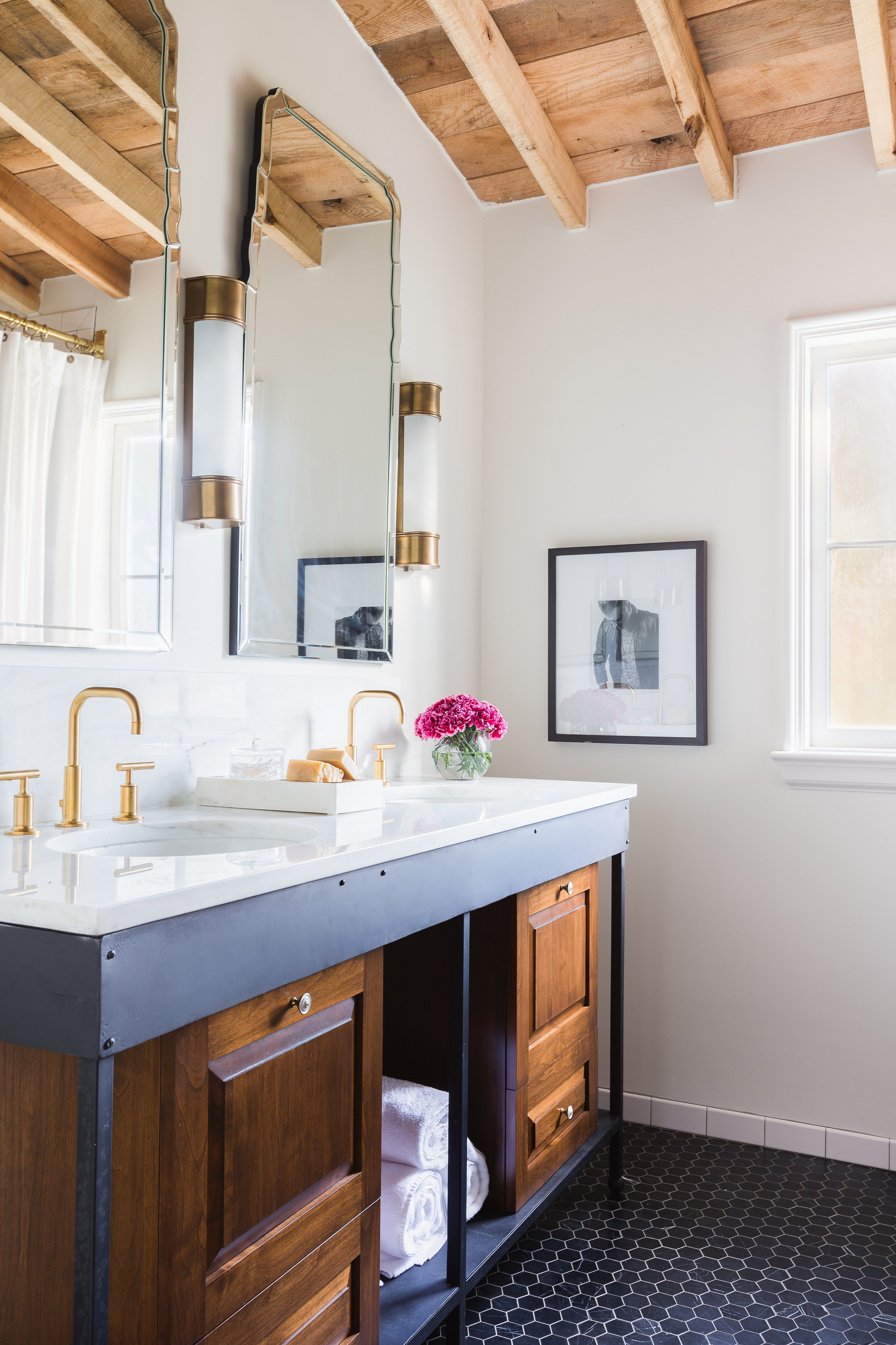 How to Give an Old-Fashioned Bath a Modern Look Photos | Architectural Digest