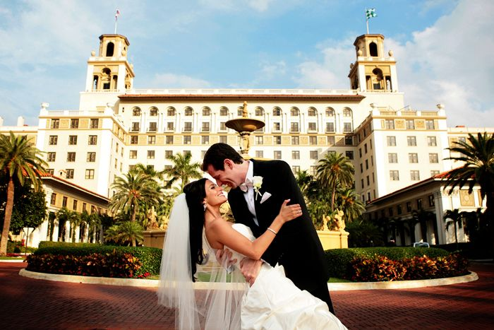 20 Must-Have Wedding Photos   -- 1)The Breakers Hotel Shot #fairytale #BreakersWedding