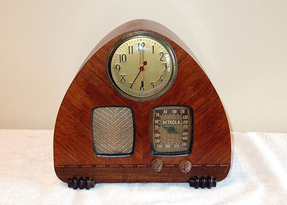Gorgeous Detrola Model 302 Art Deco Wood Clock Radio Plays   eBay