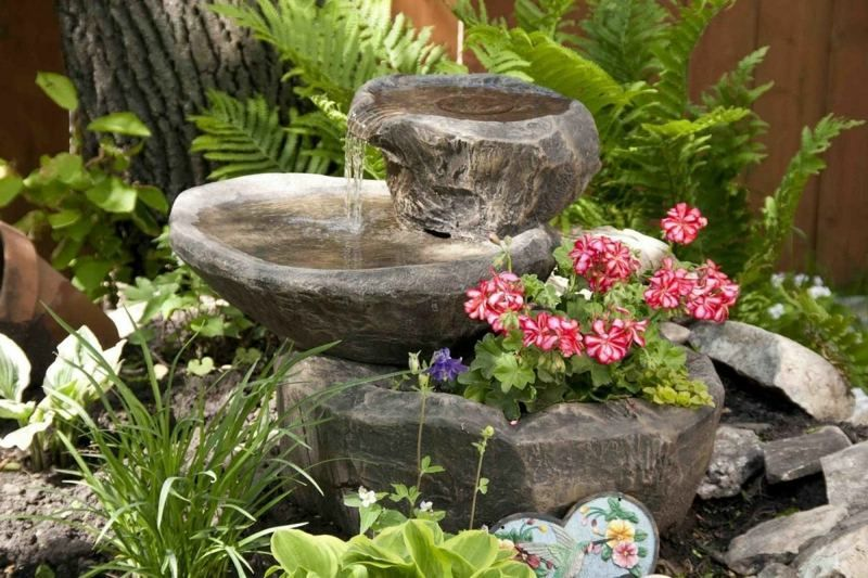 ein garten brunnen in form eines wasserfalls gartenideen pinterest brunnen wasserfall und. Black Bedroom Furniture Sets. Home Design Ideas