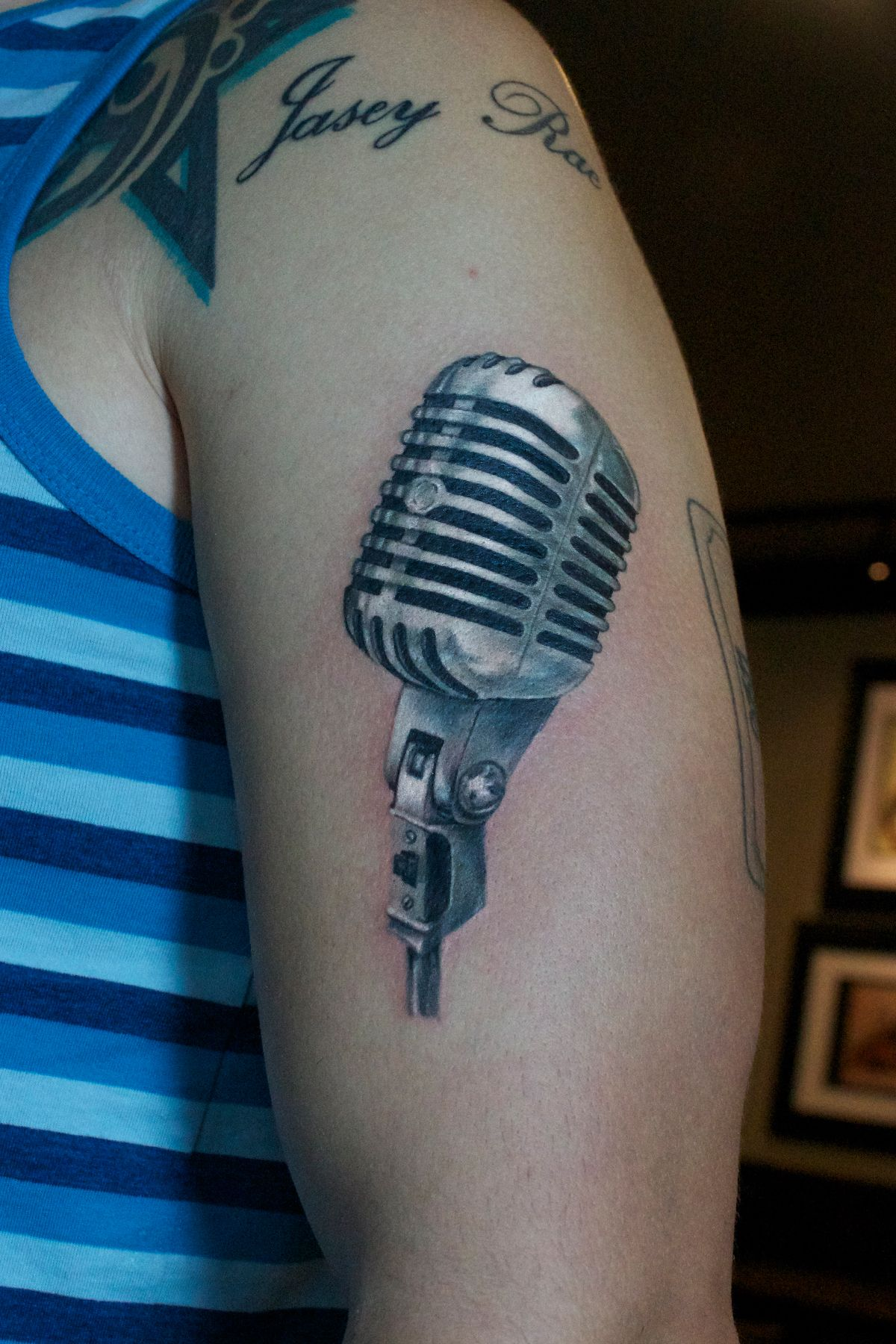 Brush realistic 3D microphone (mic) tattoo by Monte ...
