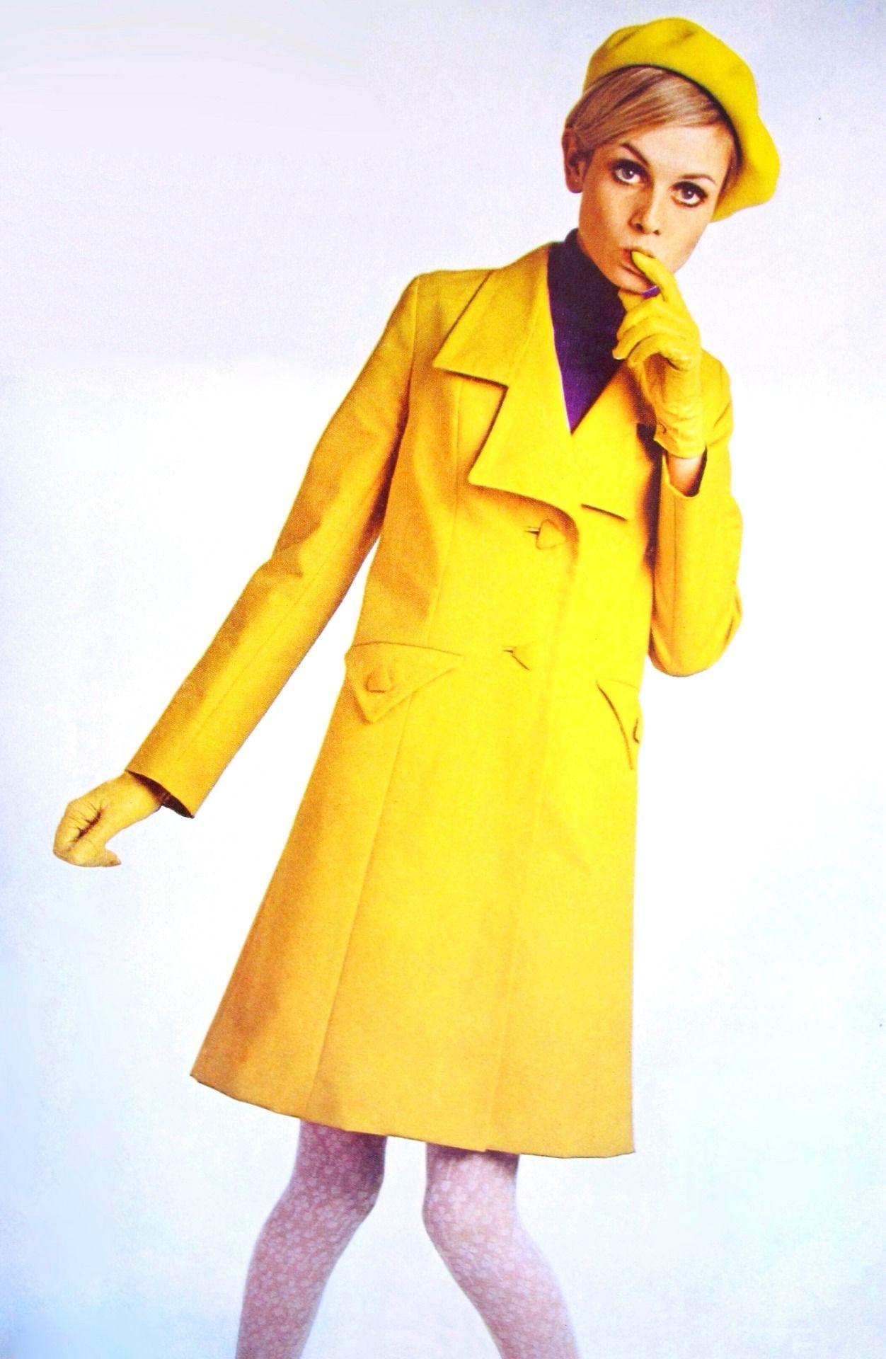Twiggy modeling a yellow raincoat, 1968. (♥) | Vintage ...