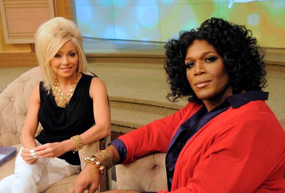 kelly ripa dressed as the long island medium theresa caputo and michael strahan dressed as oprah kelly and michael halloween costumes pinterest - Oprah Winfrey Halloween Costume