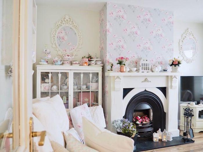 shabby möbel im wohnzimmer, kamin, lila tapeten mt rosen, weiße ...